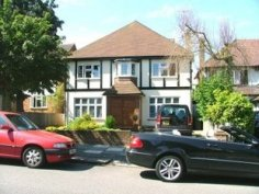 House to let in Golders Green, NW11